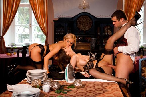 Enculee sur la table de la salle a manger idalina - 2 part 1