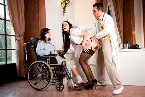 Casting anal pour 2 salopes prises en dp et fistees - 2 part 5