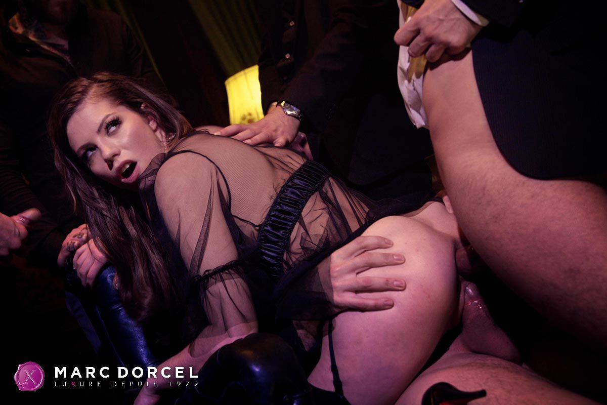 Casting anal d une grosse cochonne dans la maison du sexe - 2 part 1