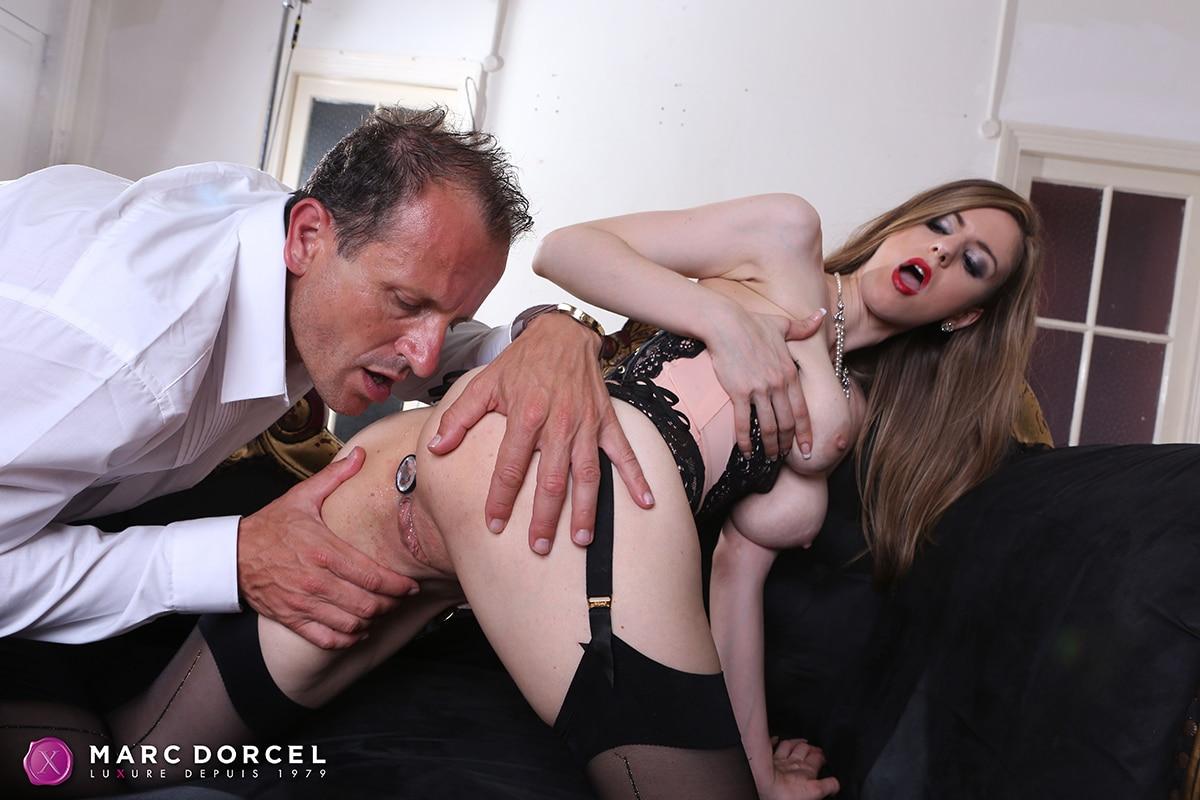 Carla suce et baise un soumis a l hotel part 2 - 2 1