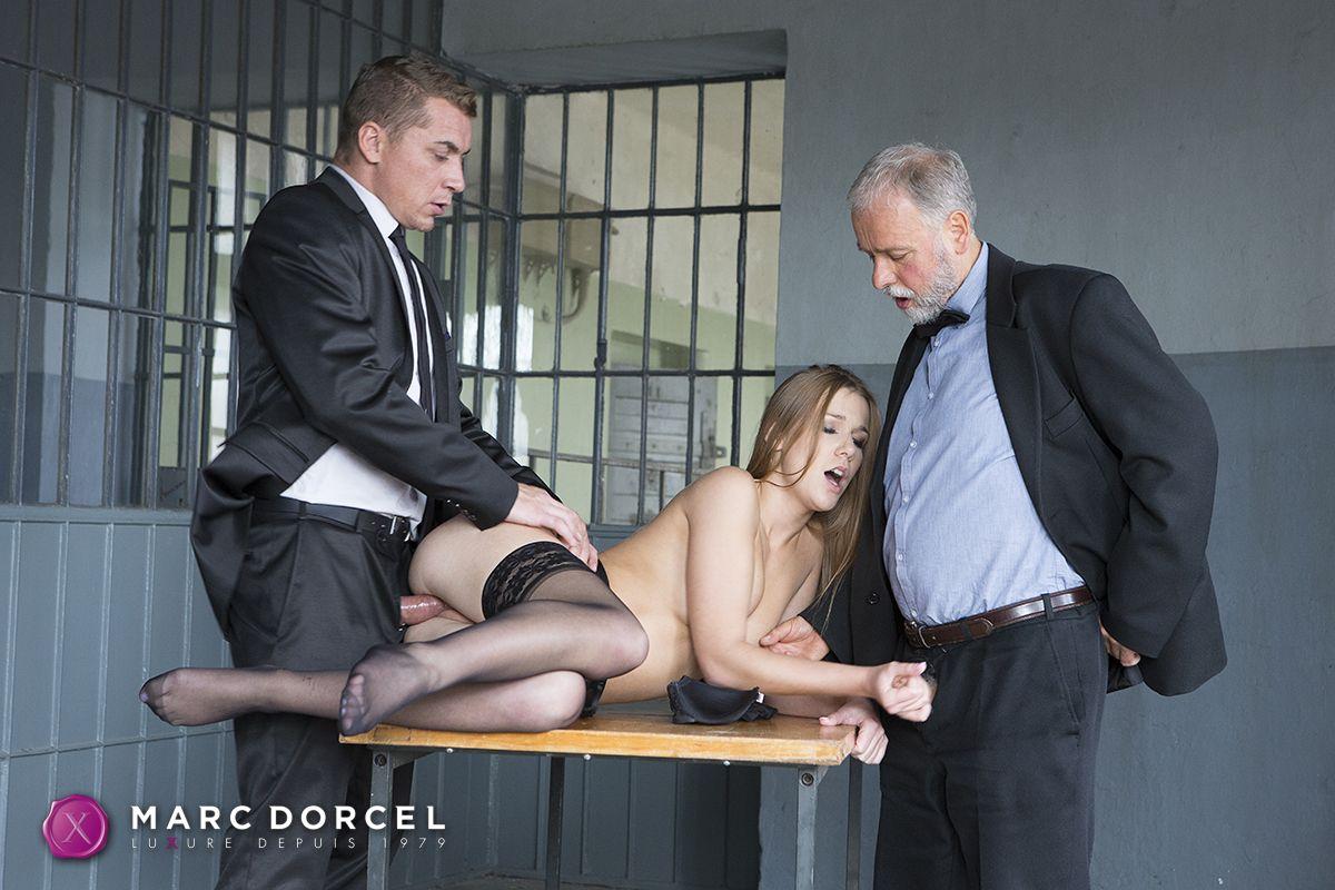 Casting d un jeune couple francais dans la maison du sexe - 1 4