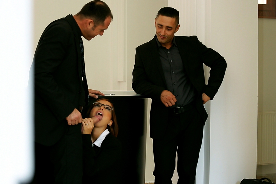 Secrétaire À Lunettes – Marc Dorcel