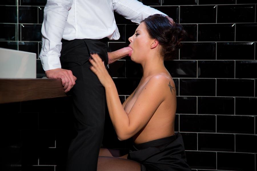 Kate la grosse baisee en gang bang - 3 part 4